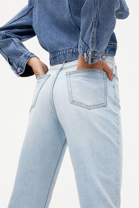 Girl wearing a blue denim jacket and light blue jeans.
