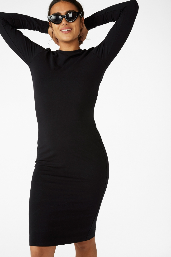 Long-sleeve bodycon dress